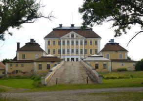 Tureholms_slott_norr_2012